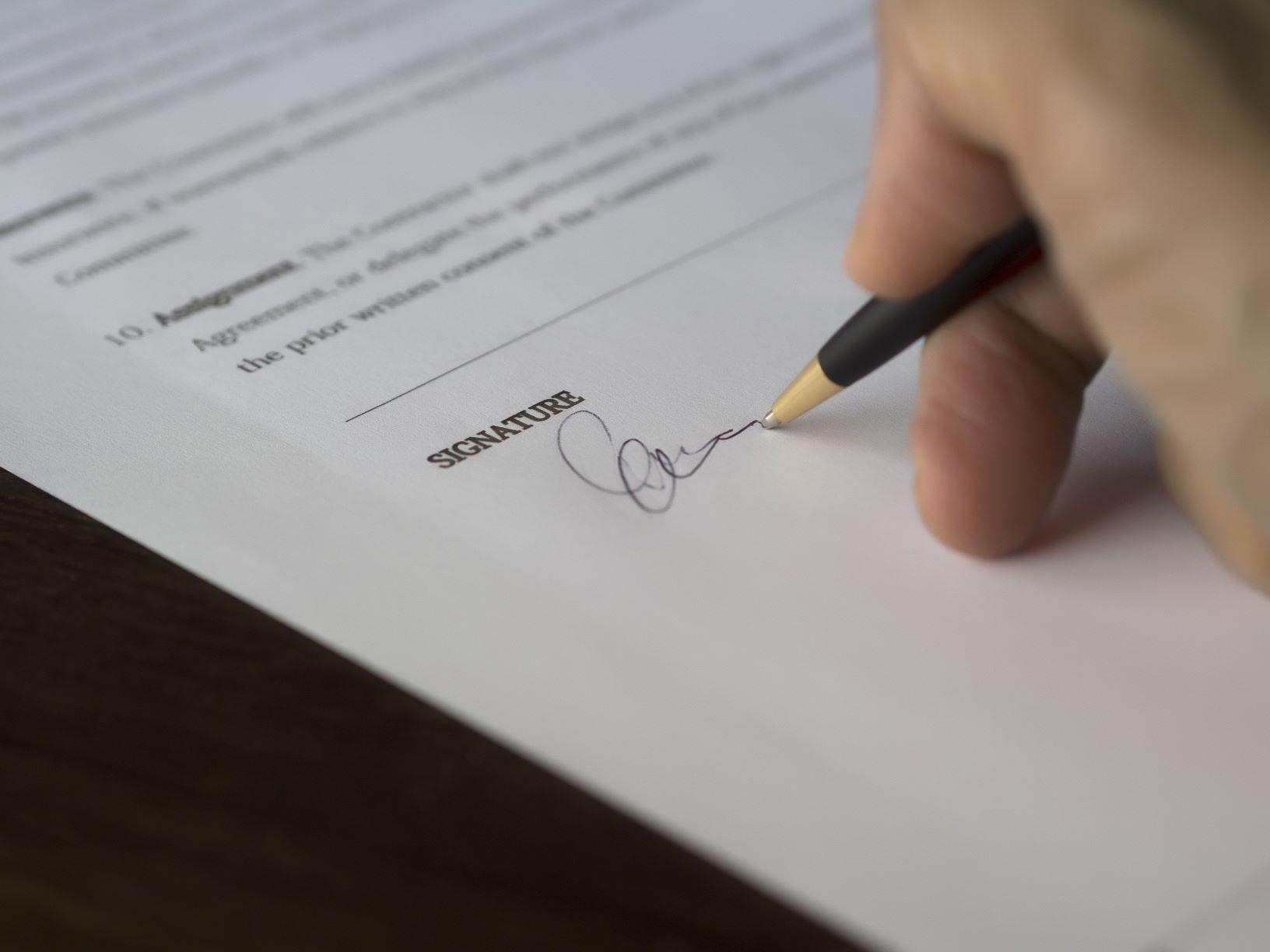 Assinatura de contrato de compra de casa