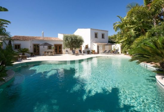 House with swimming pool - Your Luxury Property